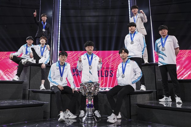 Damwon Gaming with the Summoner's Cup after taking down Suning in the Finals 3-1.
