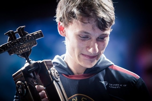 Serral makes history as first non-Korean player to win the SC2 WCS Global Final