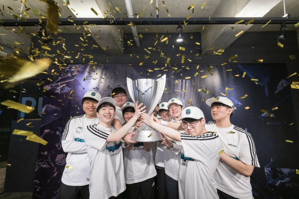 DWG KIA winning the Spring split of the LCK 2021 season.